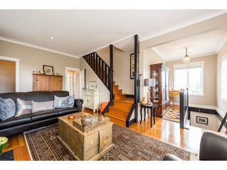 Photo 3: 15658 BUENA VISTA Avenue: White Rock House for sale (South Surrey White Rock)  : MLS®# R2360685