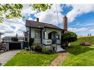 Photo 1: 15658 BUENA VISTA Avenue: White Rock House for sale (South Surrey White Rock)  : MLS®# R2360685