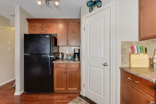 Photo 5: 15710 95 Street in Edmonton: Zone 28 House Half Duplex for sale : MLS®# E4155095