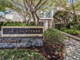 Photo 1: 1 3255 Rutledge St in : SE Quadra Row/Townhouse for sale (Saanich East)  : MLS®# 851408