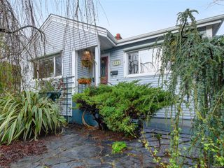 Photo 1: 824 Wollaston St in : Es Old Esquimalt House for sale (Esquimalt)  : MLS®# 862744