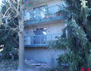 """Photo 1: 110 10468 148TH ST in Surrey: Guildford Condo for sale in """"GUILDFORD GREEN"""" (North Surrey)  : MLS®# F2604026"""