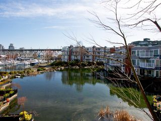 "Photo 2: 1598 ISLAND PARK Walk in Vancouver: False Creek Townhouse for sale in ""THE LAGOONS"" (Vancouver West)  : MLS®# V1052642"