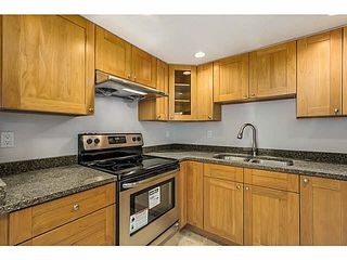 """Photo 7: 302 1689 E 4TH Avenue in Vancouver: Grandview VE Condo for sale in """"ANGUS MANOR"""" (Vancouver East)  : MLS®# V1135533"""