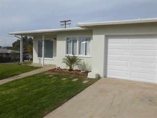 Photo 2: COLLEGE GROVE House for sale : 3 bedrooms : 6358 Streamview Drive in San Diego