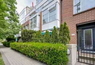 "Photo 1: 2738 CRANBERRY Drive in Vancouver: Kitsilano Townhouse for sale in ""ZYDECO"" (Vancouver West)  : MLS®# R2073956"