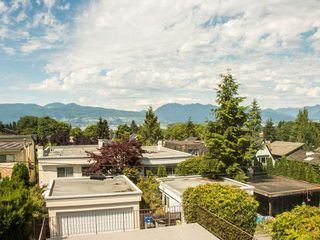 "Photo 6: 3711 W 24TH Avenue in Vancouver: Dunbar House for sale in ""DUNBAR"" (Vancouver West)  : MLS®# R2086786"