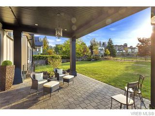 Photo 10: 2038 Troon Court in VICTORIA: La Bear Mountain Single Family Detached for sale (Langford)  : MLS®# 370184