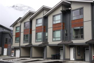 "Photo 1: 21 38684 BUCKLEY Avenue in Squamish: Downtown SQ Townhouse for sale in ""Newport Landing"" : MLS®# R2145592"