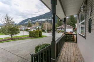 Photo 2: 354 WALNUT Avenue: Harrison Hot Springs House for sale : MLS®# R2158549