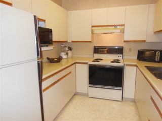 Photo 8: 401 2800 CHESTERFIELD AVENUE in North Vancouver: Upper Lonsdale Condo for sale : MLS®# R2116386