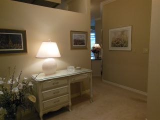 Photo 2: 401 2800 CHESTERFIELD AVENUE in North Vancouver: Upper Lonsdale Condo for sale : MLS®# R2116386
