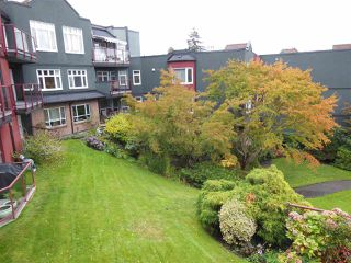 Photo 18: 401 2800 CHESTERFIELD AVENUE in North Vancouver: Upper Lonsdale Condo for sale : MLS®# R2116386