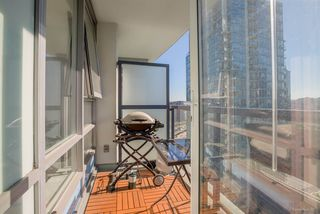 "Photo 12: 1811 928 BEATTY Street in Vancouver: Yaletown Condo for sale in ""YALETOWN"" (Vancouver West)  : MLS®# R2210928"