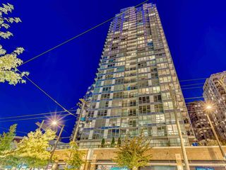 "Photo 1: 1811 928 BEATTY Street in Vancouver: Yaletown Condo for sale in ""YALETOWN"" (Vancouver West)  : MLS®# R2210928"
