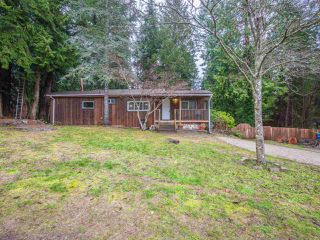 Main Photo: 5592 WAKEFIELD Road in Sechelt: Sechelt District Manufactured Home for sale (Sunshine Coast)  : MLS®# R2230720