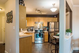 Photo 5: 5450 208 St Langley in Montgomery Gate: Home for sale : MLS®# r2216519