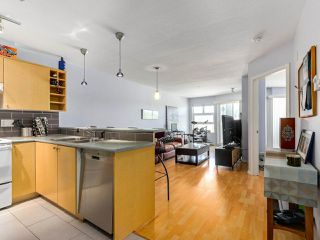 Photo 6: 410 3136 ST JOHNS Street in Port Moody: Port Moody Centre Condo for sale : MLS®# R2292011