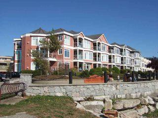 Main Photo: 205 5470 INLET Avenue in Sechelt: Sechelt District Condo for sale (Sunshine Coast)  : MLS®# R2301777