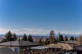 Photo 4: 8083 GRAY Avenue in Burnaby: South Slope House for sale (Burnaby South)  : MLS®# R2352305