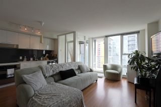 """Main Photo: 2607 111 W GEORGIA Street in Vancouver: Downtown VW Condo for sale in """"SPECTRUM"""" (Vancouver West)  : MLS®# R2395233"""