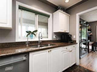 Photo 11: 1265 Dunsterville Ave in : SW Strawberry Vale House for sale (Saanich West)  : MLS®# 856258