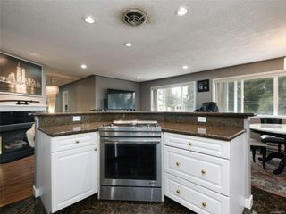 Photo 13: 1265 Dunsterville Ave in : SW Strawberry Vale House for sale (Saanich West)  : MLS®# 856258