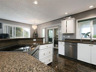 Photo 12: 1265 Dunsterville Ave in : SW Strawberry Vale House for sale (Saanich West)  : MLS®# 856258
