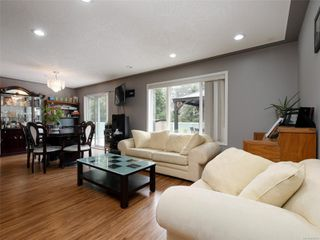 Photo 2: 1265 Dunsterville Ave in : SW Strawberry Vale House for sale (Saanich West)  : MLS®# 856258