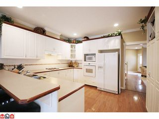 "Photo 4: 22 5811 122 Street in Surrey: Panorama Ridge Townhouse for sale in ""Lakebridge Estates"" : MLS®# F1104192"