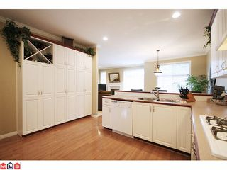 "Photo 5: 22 5811 122 Street in Surrey: Panorama Ridge Townhouse for sale in ""Lakebridge Estates"" : MLS®# F1104192"