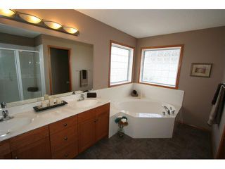 Photo 11: 107 CRESTMONT Drive SW in : Crestmont Residential Detached Single Family for sale (Calgary)  : MLS®# C3471222