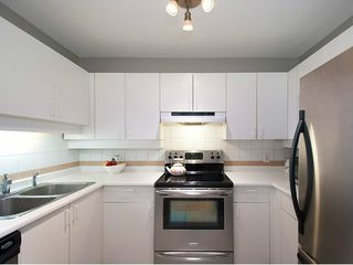 "Photo 9: 104 935 W 15TH Avenue in Vancouver: Fairview VW Condo for sale in ""THE EMPRESS"" (Vancouver West)  : MLS®# V1059558"