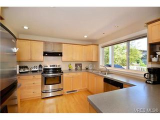 Photo 4: VICTORIA REAL ESTATE = HIGH QUADRA HOME For Sale Sold With Ann Watley