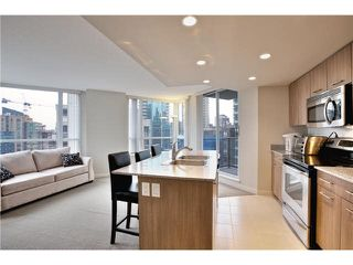 """Photo 1: 808 1212 HOWE Street in Vancouver: Downtown VW Condo for sale in """"1212 HOWE"""" (Vancouver West)  : MLS®# V1103940"""