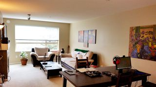 "Photo 5: 207 700 KLAHANIE Drive in Port Moody: Port Moody Centre Condo for sale in ""Boarwalk"" : MLS®# R2021637"