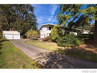 Photo 2: 4590 Scarborough Road in VICTORIA: SW Beaver Lake Single Family Detached for sale (Saanich West)  : MLS®# 371185