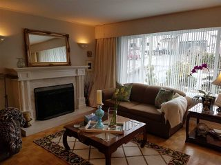 """Photo 3: 15117 RAVEN Place in Surrey: Bolivar Heights House for sale in """"birdland"""" (North Surrey)  : MLS®# R2141904"""