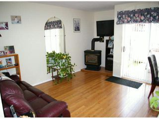 "Photo 2: 9 45640 STOREY Avenue in Sardis: Sardis West Vedder Rd Townhouse for sale in ""Whispering Pines"" : MLS®# R2175072"