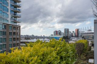 "Photo 18: 306 125 MILROSS Avenue in Vancouver: Mount Pleasant VE Condo for sale in ""Creekside"" (Vancouver East)  : MLS®# R2244749"