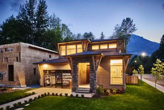 "Photo 1: 39302 MOCKINGBIRD Crescent in Squamish: Brennan Center House for sale in ""Ravenswood"" : MLS®# R2247761"