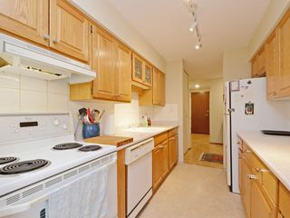 "Photo 12: 110 1720 W 12TH Avenue in Vancouver: Fairview VW Condo for sale in ""TWELVE PINES"" (Vancouver West)  : MLS®# R2285380"