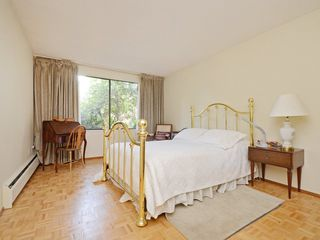 "Photo 13: 110 1720 W 12TH Avenue in Vancouver: Fairview VW Condo for sale in ""TWELVE PINES"" (Vancouver West)  : MLS®# R2285380"
