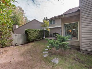 """Photo 17: 6178 W GREENSIDE Drive in Surrey: Cloverdale BC Townhouse for sale in """"Greenside Estates"""" (Cloverdale)  : MLS®# R2343688"""