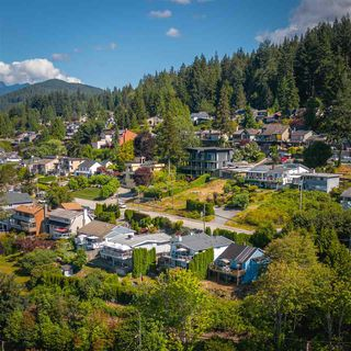 Photo 4: 940 IOCO Road in Port Moody: Barber Street House for sale : MLS®# R2480912