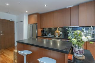 Photo 9: 808 1333 W GEORGIA Street in Vancouver: Coal Harbour Condo for sale (Vancouver West)  : MLS®# R2502064