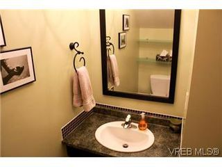 Photo 4: 6 1070 Chamberlain St in VICTORIA: Vi Fairfield East Row/Townhouse for sale (Victoria)  : MLS®# 585831