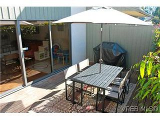 Photo 2: 6 1070 Chamberlain St in VICTORIA: Vi Fairfield East Row/Townhouse for sale (Victoria)  : MLS®# 585831