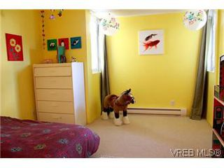 Photo 11: 6 1070 Chamberlain St in VICTORIA: Vi Fairfield East Row/Townhouse for sale (Victoria)  : MLS®# 585831