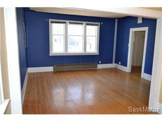 Photo 3: 211 Clarence Avenue South in Saskatoon: Varsity View Single Family Dwelling for sale (Saskatoon Area 02)  : MLS®# 419269